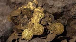 ११ सय वर्ष पुरानो सुनका सिक्का फेला