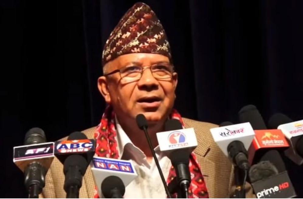 केपी ओलीको पार्टी सडकको धुलो हो,को जान्छ हेरौँलाः माधव नेपाल