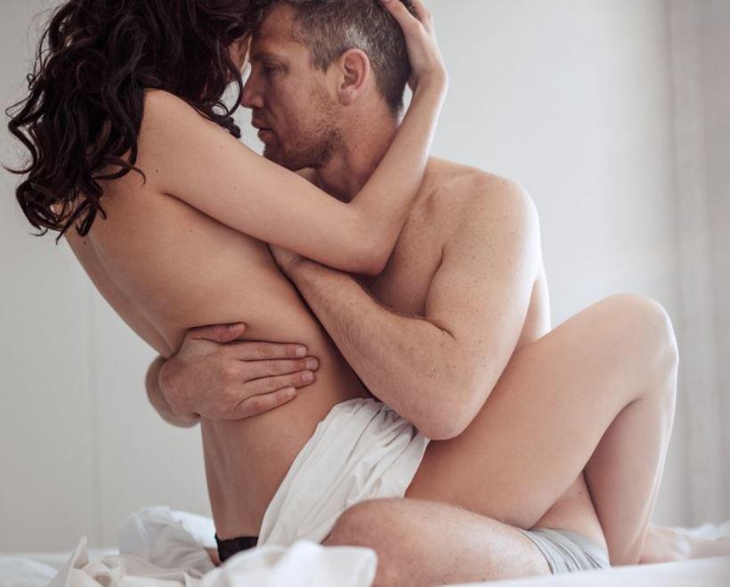 यौन जीवनलाई सशक्त बनाउन खानुपर्ने यी खानेकुराहरु